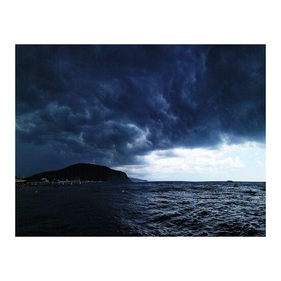 Грозное море.