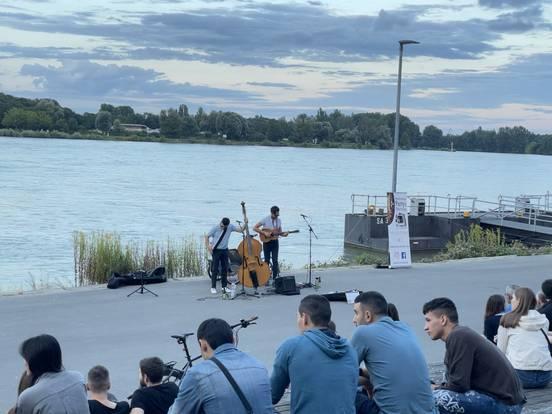 sevenpics presents - При�тный вечер на берегу реки