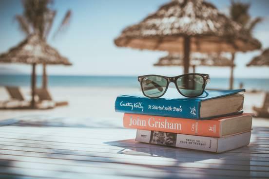sevenpics presents - Are you a bookworm too? 🙂
