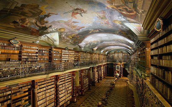 sevenpics presents - Национальная библиотека Чешской Республики, а какая библиотека в Вашем городе ?