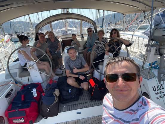 Команда прибыла на яхту