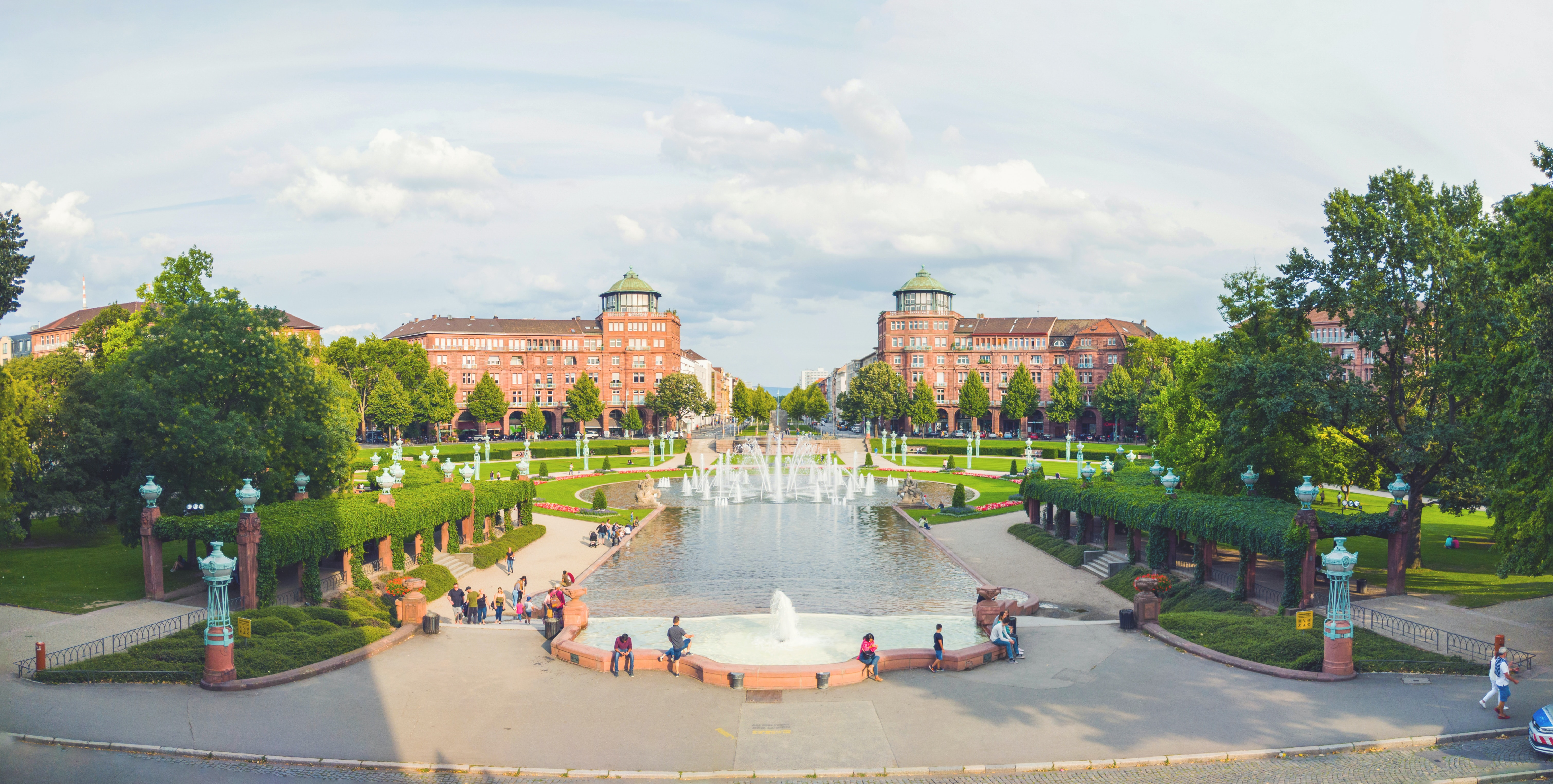 Замок, річка та найстаріший університет