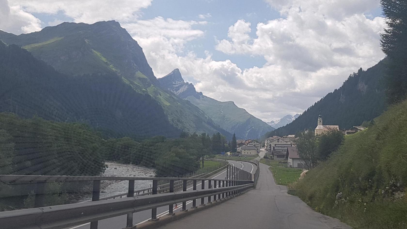 Дорога на озеро Комо через Швейцарию,на высоту 2000 км