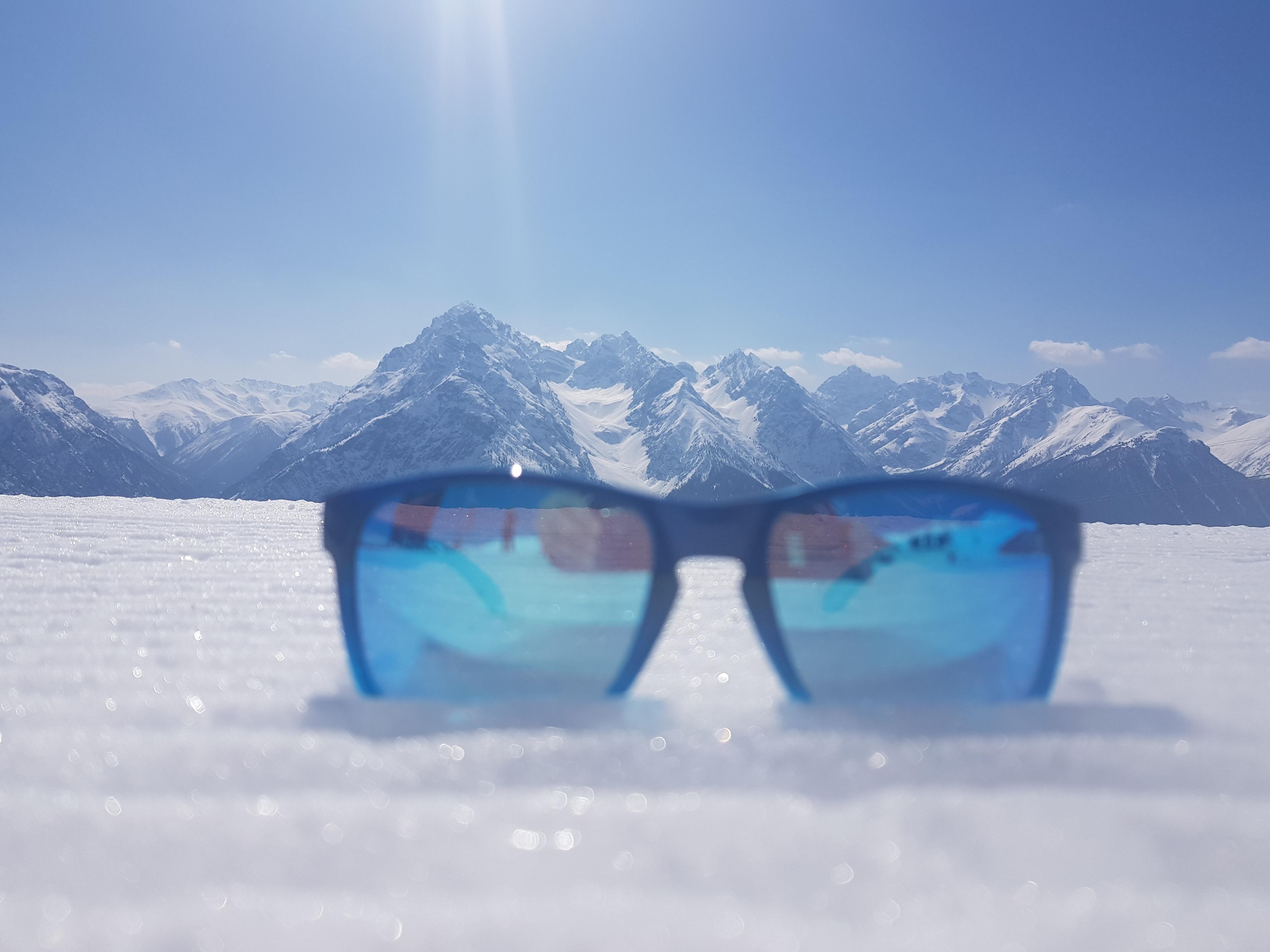 Швейцарские Альпы через призму очков